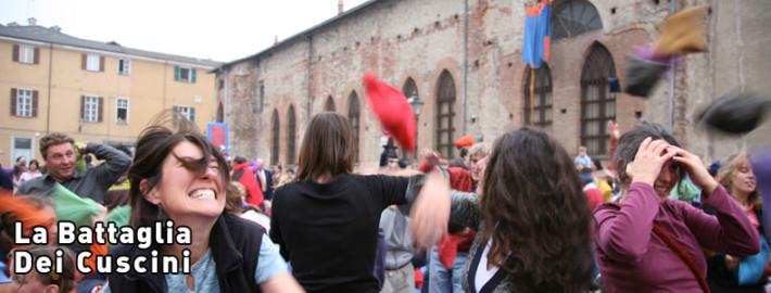 Marche Cuscini.Ancona La Battaglia Dei Cuscini Marche Teatro