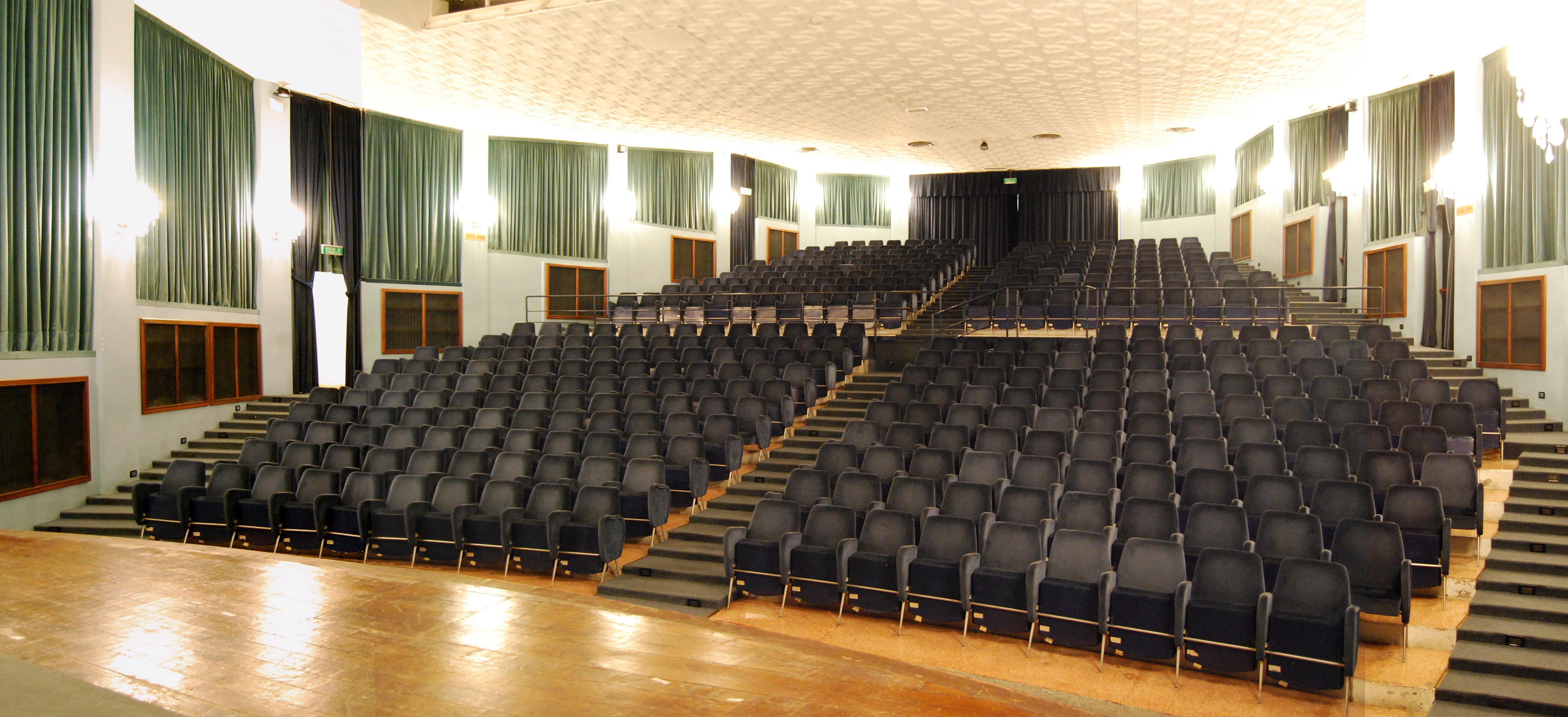 Teatro sperimentale marche teatro for Foto di sale moderne